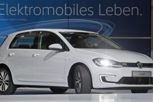 2019 VOLKSWAGEN E-GOLF 124-MILE RANGE REDESIGN