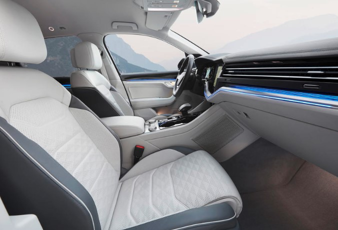 2019 VW Touareg 3.0 V6 TDI 286 HP Interior 2020 VW Touareg 3.0 V6 TDI 286 HP 100 KM/H Review, Specs, Redesign, & Engine