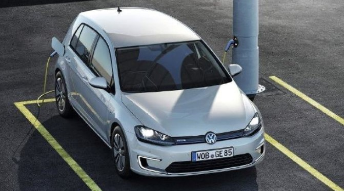 Volkswagen All-Electric E-Golf Review