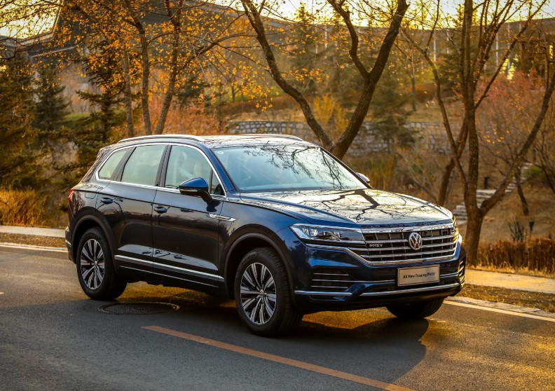 Volkswagen Touareg PHEV 2020 Volkswagen Touareg PHEV 367 HP 2 Liter Turbo System Specs, Engine, & Review